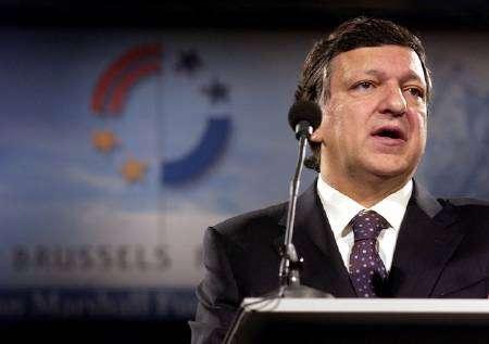 Президент Еврокомиссии Жозе Мануэл Баррозу выступает в Брюсселе 29 апреля 2006 года.