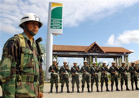 Боливийская армия заняла территорию нефтеперерабатывающего завода бразильской нефтяной компании Petrobras
