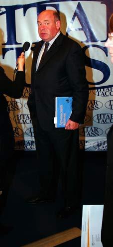 Швыдкой, в руке книга «Армянский коньяк»